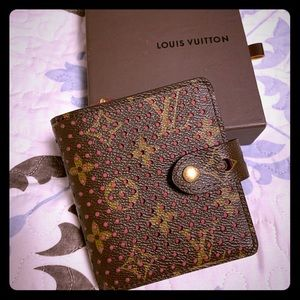 LOUIS VUITTON COMPACT WALLET ( Like New)